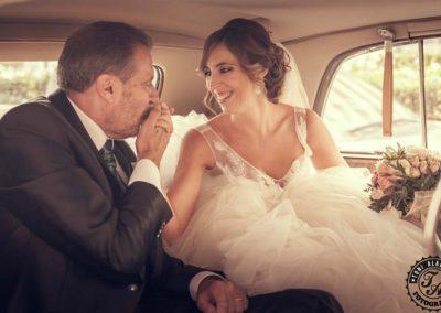 fotografo valencia fotografo bodas valencia padre besa mano novia