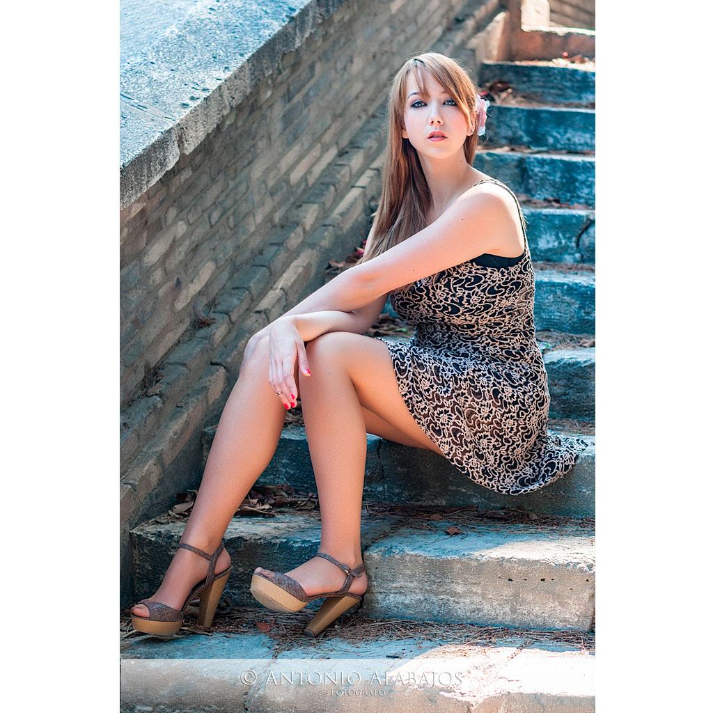 fotografo valencia modelo aurora viveros valencia sentada escaleras